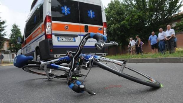 Sorpasso ciclisti: multe fino a 651 euro se non si tiene la giusta distanza